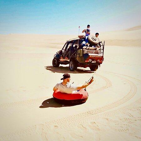 Sand tubing en el desierto de Huacachina, te animas?