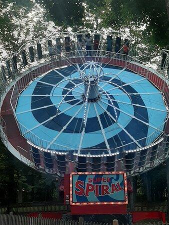 Super Spiral Round Up ride and Laguna Splash waterpark