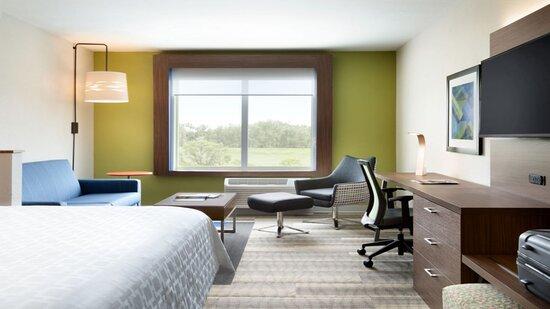 1 King Bed or 2 Queen Beds Suite