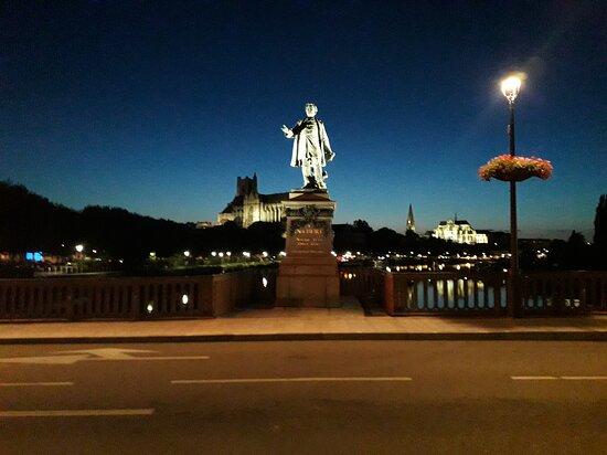 Statue De Paul Bert