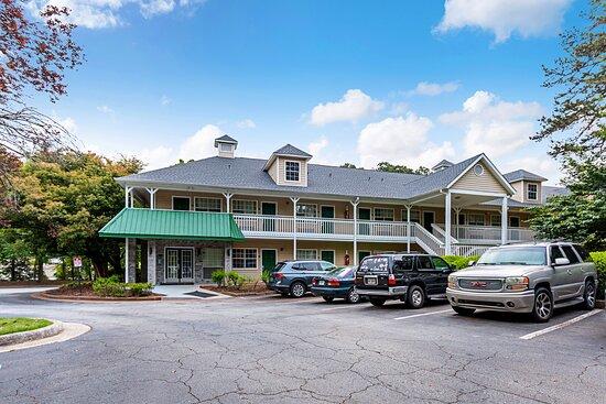 HomeTowne Studios by Red Roof Atlanta - Lawrenceville