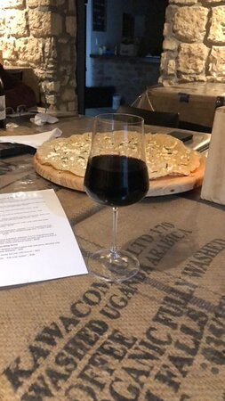 Witsand, South Africa: Wonderful atmosphere -wine, pizza!