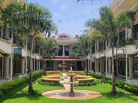 Shopping Center Plaza Conchal