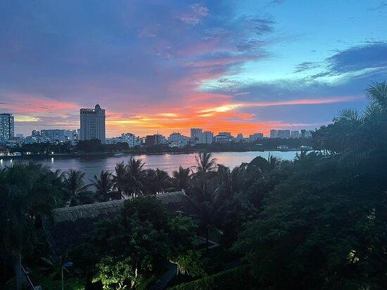 Ho-Chi-Minh-Stadt, Vietnam: Saigon river sunset
