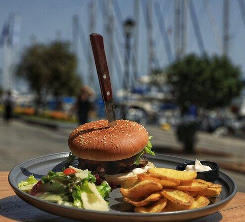 Vegan burger . Αλμυρή βάρκα κ τρομερό μπανοφι