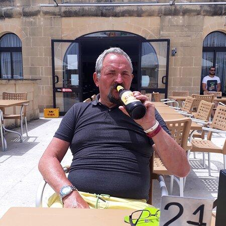 Ghajnsielem, Malta: Cold beers big burgers cheers