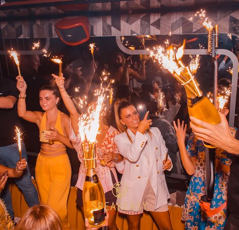 Le Speakeasy Cannes Restaurant Piano Club • Live Music & Clubbing all Night Long • Best Place in Town • Cosy, Chic & Elegant • Party all Night Long •