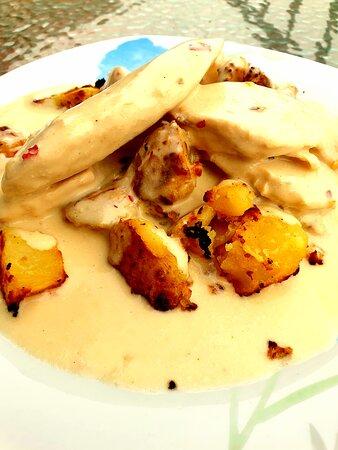 Mama Mia ! What a dish of creamy chicken in a garlic, wine & parmasan sauce on mustard hash potatoes
