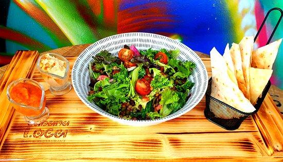 Vegan - lentil salad with hummus, flat bread & special veggie sauce 😋