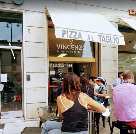 Pizzeria da Vincenzo da fuori / Pizzeria Da Vincenzo from outside