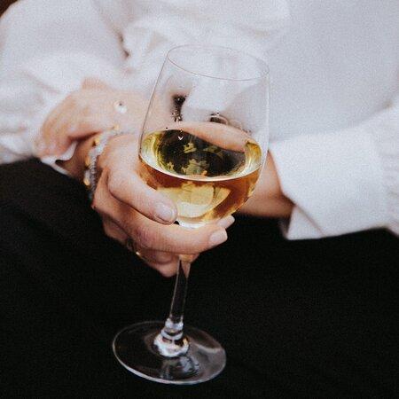 Match your gastronomic experience with good house wine. 🍷  Acompaña tu experiencia gastronómica con un buen vino de la casa. 🍷