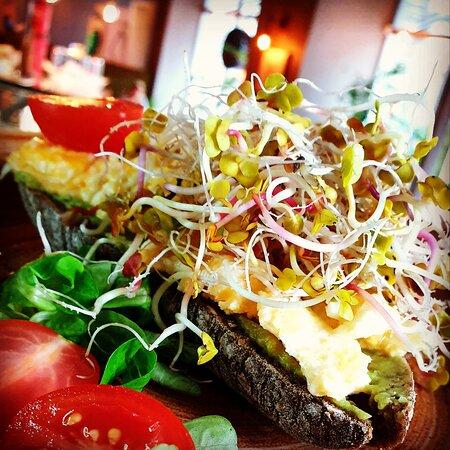 #tostnietradycyjny #healthyfood #healhychoices #jedzenie #Szczecin #DeVibez #WojskaPolskiego50 #serceszczecina #śródmieście #widzimysiewsrodmiesciu #najlepszejedzenie #thebestfood  #foodporn #kochamjesc  #zdroweodżywianie  #zdrowejedzenie #untraditional #toast #breakfast