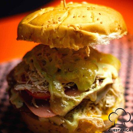 Tú y yo 🍔🤫 ... Una historia de sabor. 🤤🤤🍔🍔  #hamburguesascuestarica #ocaña #yummy