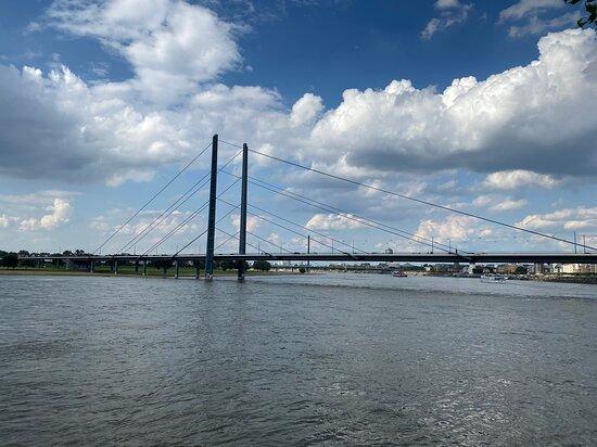 Duesseldorf, Jerman: Rhine river