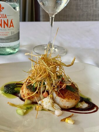 We created this custom dish for our Austin Hope Wine Dinner! The blackened scallops with herb oil, balsamic reduction, topped with roasted corn-relish, jumbo lump crab and crispy leeks were delightful!   Our culinary team will work with you to design the perfect menu for your private dining experience. Contact us today to get started!   #privatedining #houstonevents #custommenu #houstonweddings #specialevents #rouxpourevents