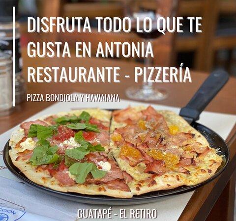 Pizza personal combinada: mitad bondiola u mitad hawaiana.