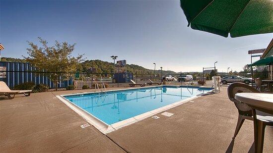 Barboursville, WV: Outdoor Pool