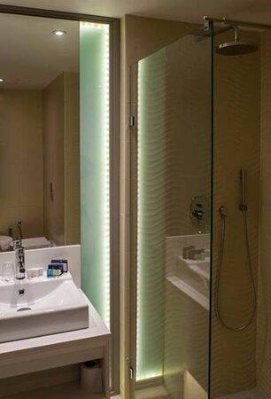 619114 Guest Room