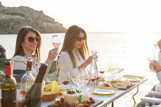 Lemnos wine and cheese paring at Sunset