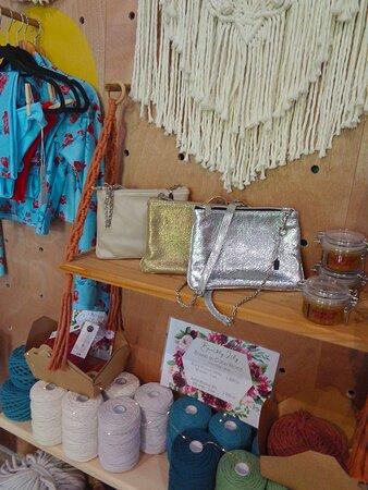Noumea, Nueva Caledonia: 👜  𝙃𝙖𝙧𝙢𝙤𝙣𝙞𝙚 & 𝘾𝙤  ▫ Art & Craft Boutique 👜 🔷◈ Villa Cachée ◈🔷  Extérieur Boulevard 🔹  Nouméa City ⚇