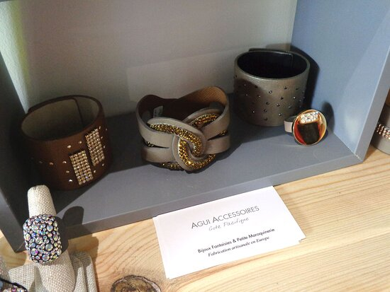 Noumea, Nueva Caledonia: 👛   𝙃𝙖𝙧𝙢𝙤𝙣𝙞𝙚 & 𝘾𝙤  ▫ Art & Craft Boutique 👛 🔷◈ Villa Cachée ◈🔷  Extérieur Boulevard 🔹  Nouméa City ⚇