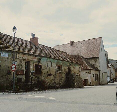 Village De Verneuil En Bourbonnais