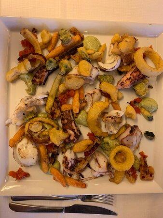 Grigliata di pesce con verdure in pastella