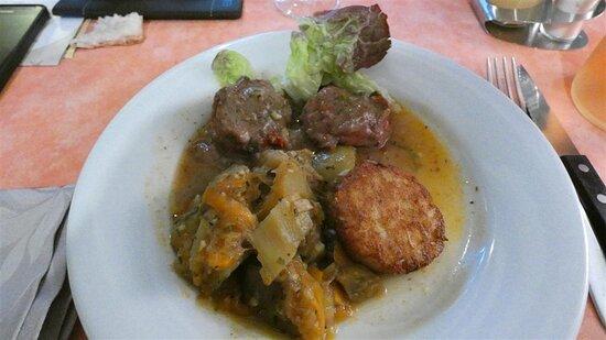 Joues de porc à la provençale et ses légumes.