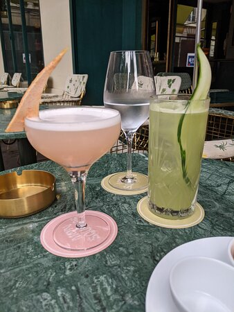 Mon Square cocktails of the terrace: Mon Square (left), Ton Square (right)