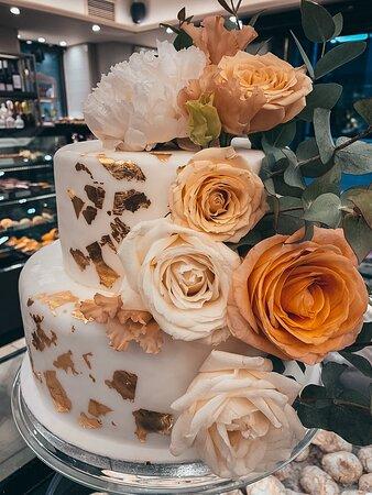 Γαμήλιες τούρτες @athimaritis.gr  📞2281082261  *Νέο κατάστημα στο Φοίνικα 📞2281042042