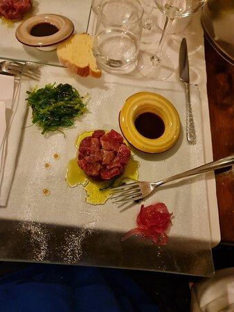 Polpo alla Leccese, Fiori di zucca con ricotta al basilico, spaghetto ai ricci, tartare di tonno.