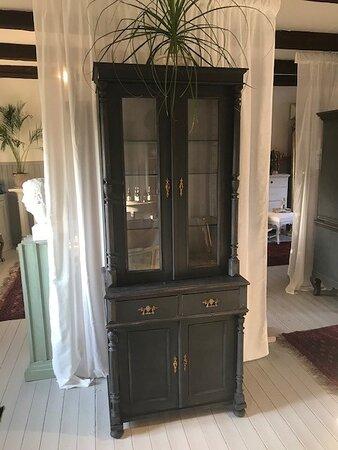 Antika möbler och annat till salu