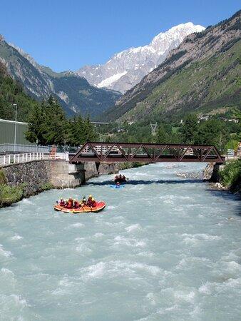 Rafting sulla Dora Baltea a Morgex col Monte Bianco