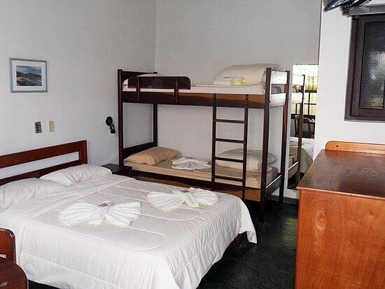Foto de Chales e Pousada Manobra, Ubatuba: Hall de entrada e recepção Pousada Manobra - Tripadvisor