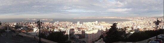 Photo panoramique de Marseille, cliquez sur la photo / Panoramic photo of Marseille, click on the photo