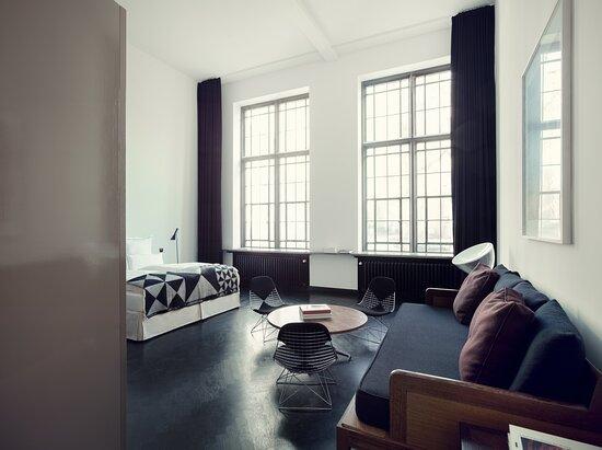 Junior Suite Living