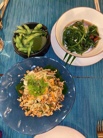 Papaya salad with shrimp and pok choy