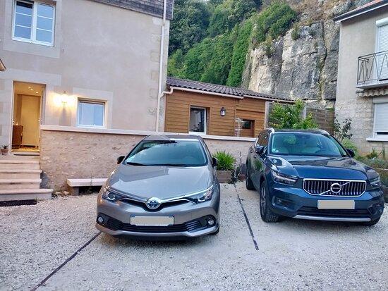 Parkings privés des chambres Hémérocalle et Monarde