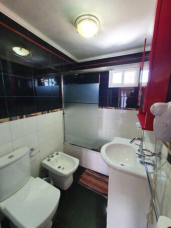 Puerto Madryn, Argentina: Baño privado con secador