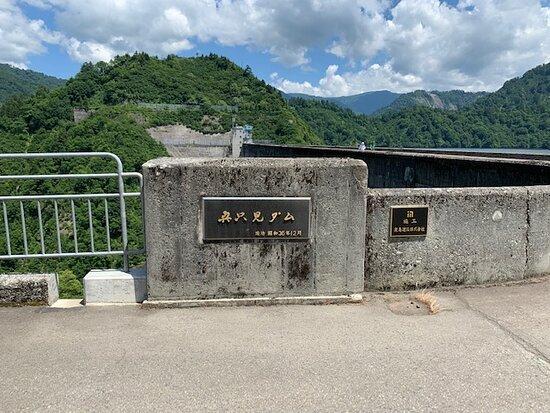 ダムの標識