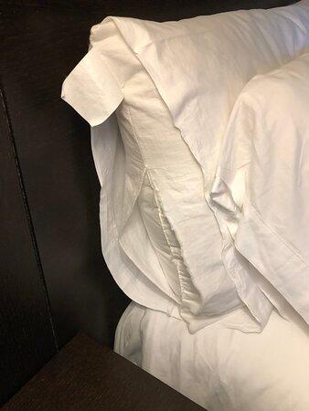 Roupa da cama rasgada