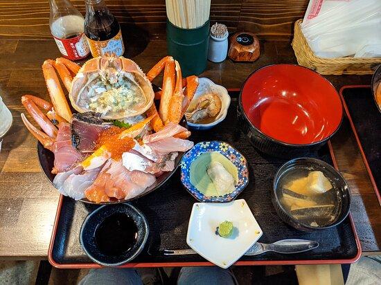 てっぺん海鮮丼