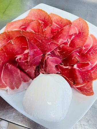 Prosciutto crudo di Parma a 5 corone e mozzarella di bufala campana