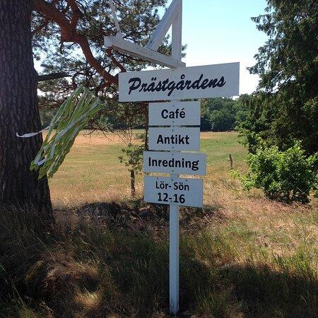 Varmt välkomna till Prästgårdens cafè, antikt och inredning.