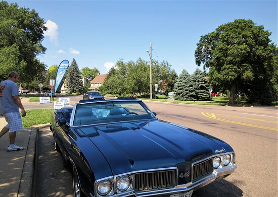 Peoria Heights, IL: Muscle Car: Oldsmobile 442 Convertible 1970 was the center point of discussion and admiration. The owner was very friendly! August 2021