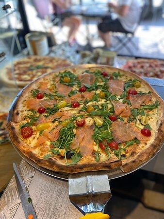 Calvi, Frankreich: Pizza saumons, pizza mortadelle truffes pistaches