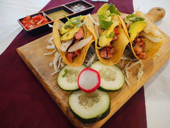Tacos de carne ahumada