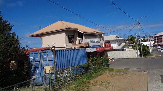 Noumea, Neukaledonien: 🐦   L'OISEAU DES ÎLES ▫ 🅶🆁🅾🅲🅴🆁🆈 🆂🆃🅾🆁🅴 🐦🌴⚇  Magenta Bay - New Caledonia  ⚆🌴⚇
