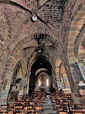 Le village est superbe, son histoire est inscrite dans ses murs, l'église et le château d'Anjony sont remarquables.