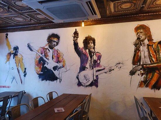 Rock'n'Roller Bar in Cavern Quarter